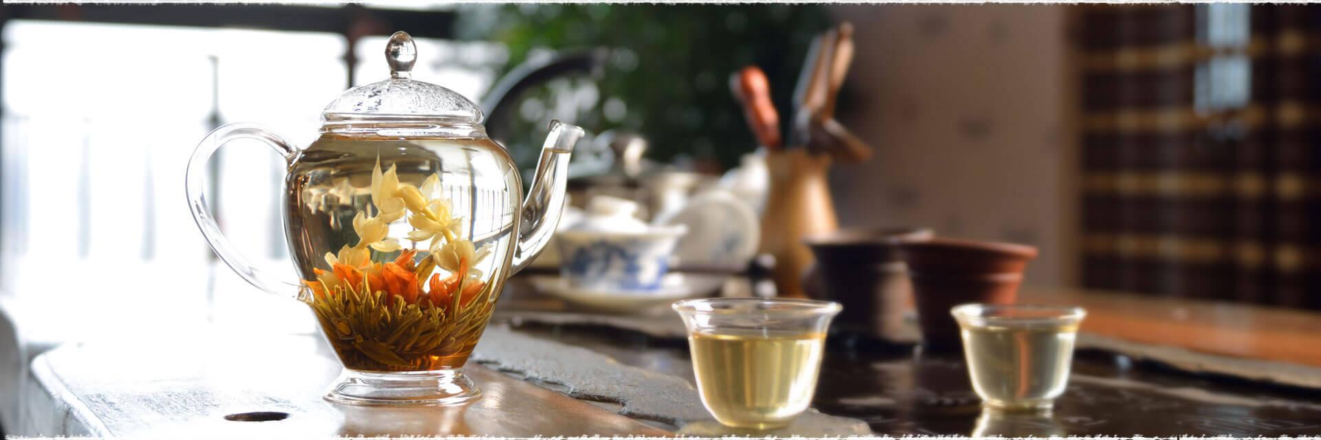 Deux nouvelles fleurs de thé vert à notre catalogue.