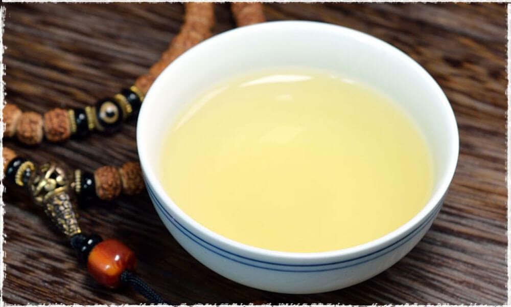 Tie GuanYin : un WuLong aux feuilles roulées et à la liqueur lumineuse