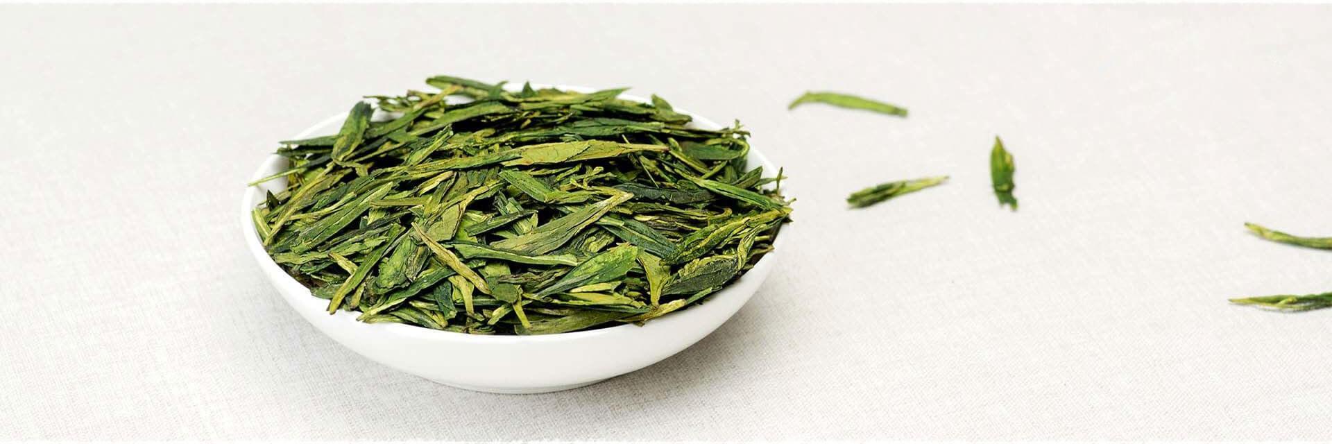 Dos de cabillaud poché au thé, crème au thé vert LongJing : recette basses calories.