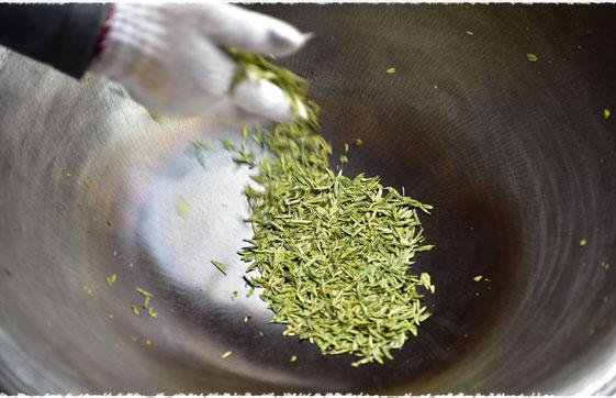 Torréfaction thé vert LongJing