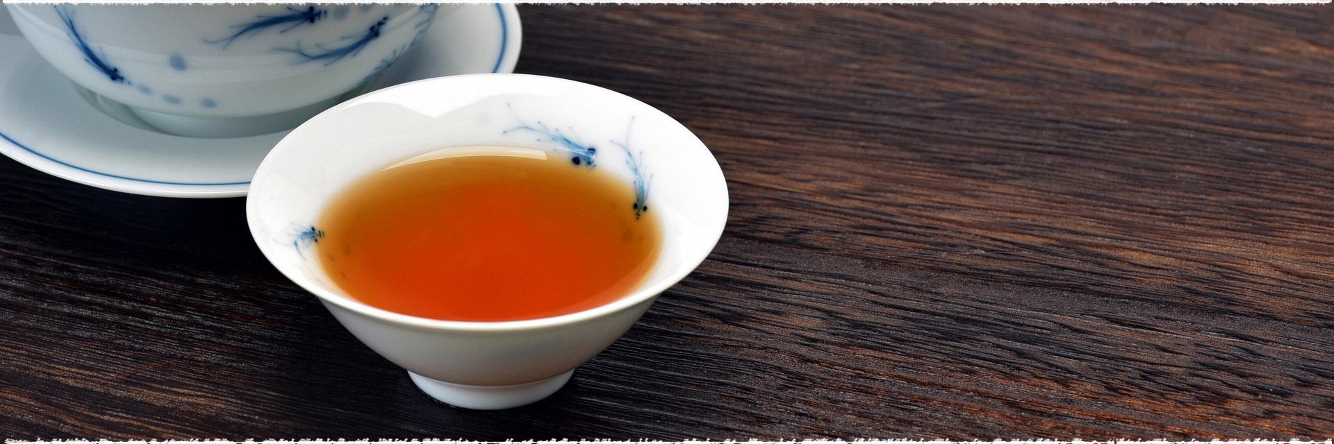 Huîtres chaudes pochées  au thé noir fumé Lapsang Souchong